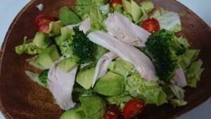 鶏ハムとアボカドサラダ